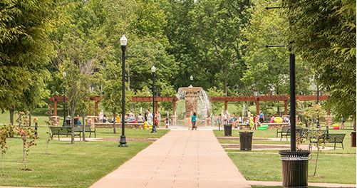 dogwood park fountain with people
